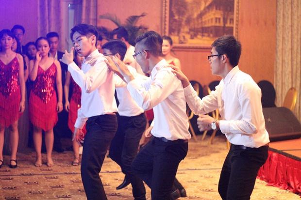 Teen THPT Lê Quý Đôn (TP.HCM) quẩy cực sung trong prom độc lập đầu tiên của trường - Ảnh 13.
