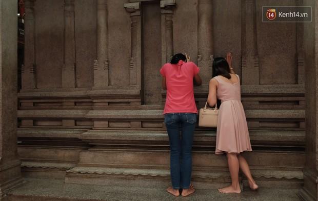 Úp mặt trò chuyện với tường đá trong ngôi đền Ấn giáo trăm năm tuổi ở Sài Gòn - Ảnh 10.