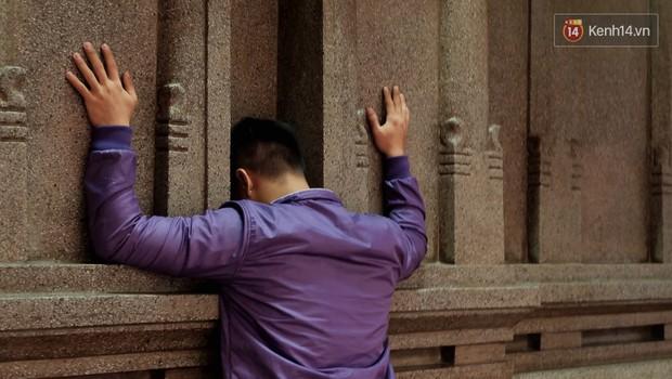 Úp mặt trò chuyện với tường đá trong ngôi đền Ấn giáo trăm năm tuổi ở Sài Gòn - Ảnh 11.