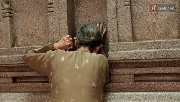 Úp mặt trò chuyện với tường đá trong ngôi đền Ấn giáo trăm năm tuổi ở Sài Gòn - Ảnh 7.