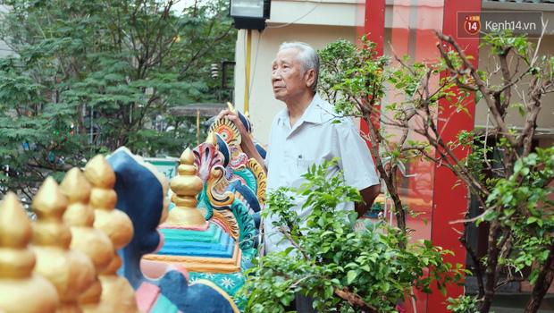 Úp mặt trò chuyện với tường đá trong ngôi đền Ấn giáo trăm năm tuổi ở Sài Gòn - Ảnh 2.