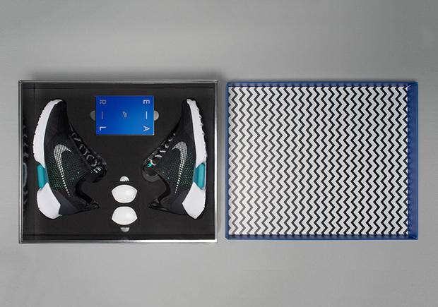 Nóng: Những hình ảnh đập hộp đầu tiên của đôi giày tự thắt dây Nike HyperAdapt 1.0 - Ảnh 3.