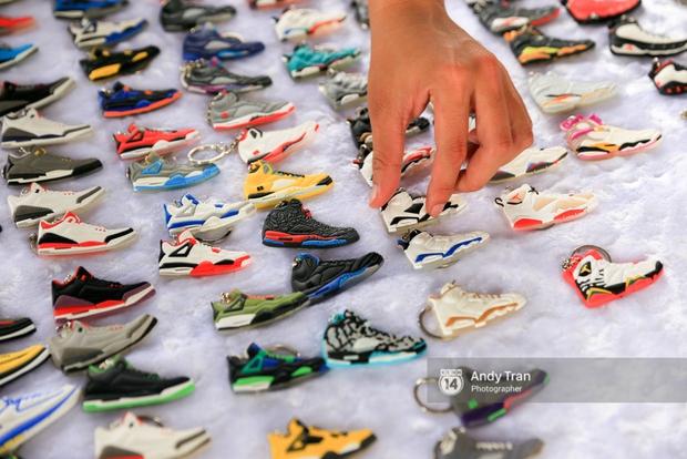 Khó mà tin được, hàng nghìn bạn trẻ Sài Gòn này tụ tập lại chỉ để... ngắm và mua giày Sneaker - Ảnh 11.