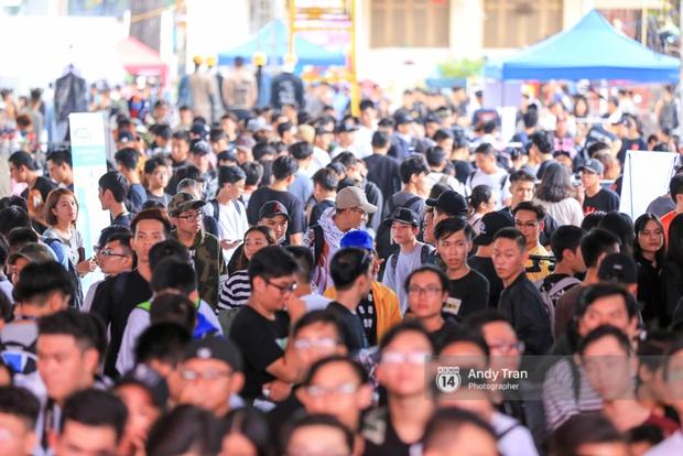 Khó mà tin được, hàng nghìn bạn trẻ Sài Gòn này tụ tập lại chỉ để... ngắm và mua giày Sneaker - Ảnh 13.