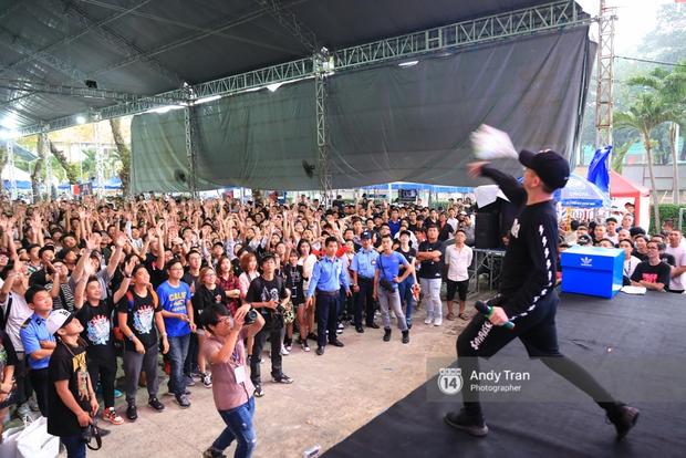 Khó mà tin được, hàng nghìn bạn trẻ Sài Gòn này tụ tập lại chỉ để... ngắm và mua giày Sneaker - Ảnh 17.