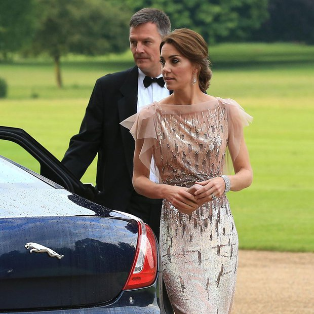 5 tỷ đồng là số tiền công nương Kate đã chi cho cả tủ áo quần của năm 2016, gấp 4 lần năm ngoái! - Ảnh 10.