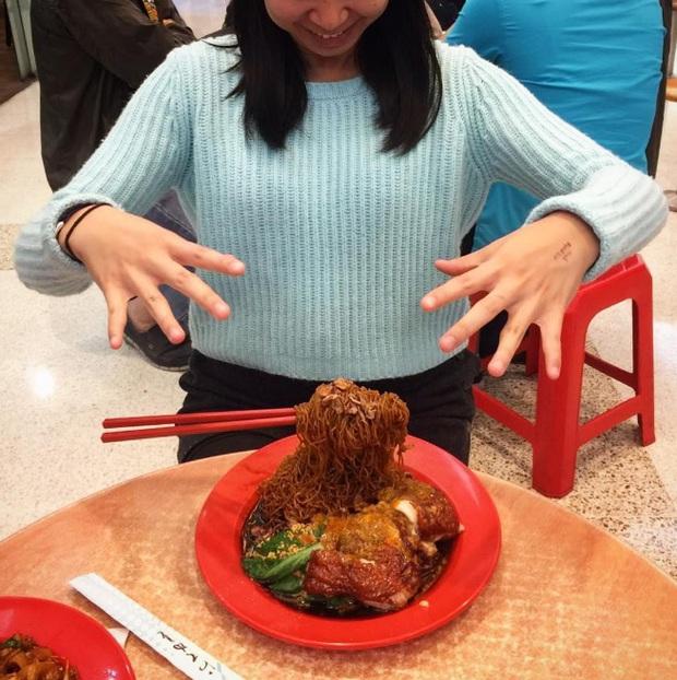 Mì bay - chứ không phải là Mì cay nhé - mới là món ăn hot nhất Sài Gòn bây giờ - Ảnh 4.