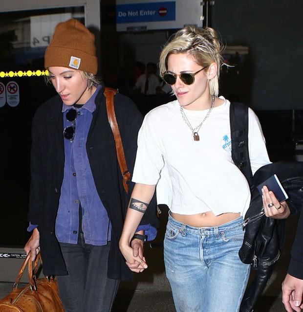 Kristen Stewart chính thức hẹn hò thiên thần Victorias Secret - cô bạn gái thứ 4 trong năm - Ảnh 4.