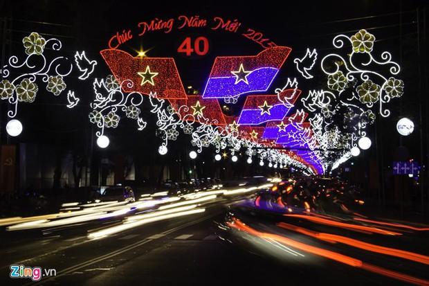 Sài Gòn đã thay đổi cách trang trí đường phố dịp Tết như thế nào trong 5 năm qua? - Ảnh 12.