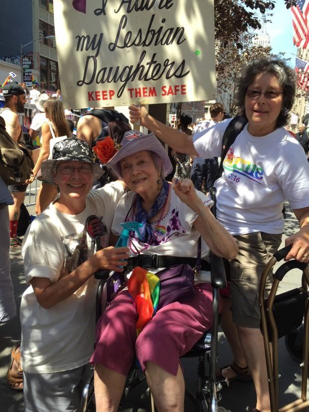 Vì cô con gái đồng tính, có một bà mẹ đã miệt mài hơn 30 năm biểu tình cùng những người LGBT - Ảnh 6.