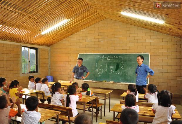 Cận cảnh ngôi trường độc đáo và đẹp như một đóa hoa dành cho trẻ em Lũng Luông - Ảnh 8.
