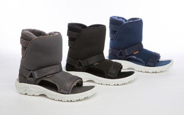 Không liên quan nhưng đây đúng là thảm họa sandal xấu nhất thế giới - Ảnh 1.