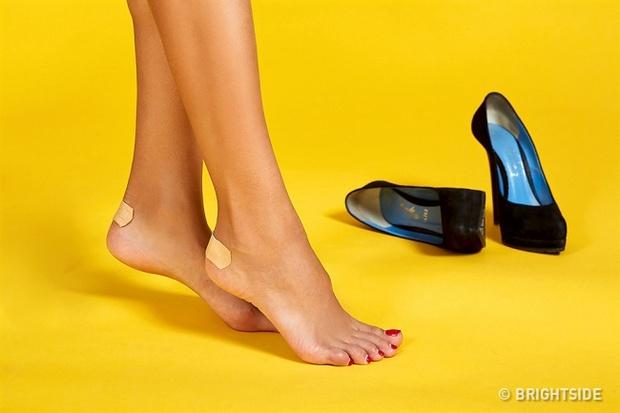Thuộc lòng 10 mẹo này, bạn sẽ không đau chân khi đi giày mới nữa - Ảnh 1.