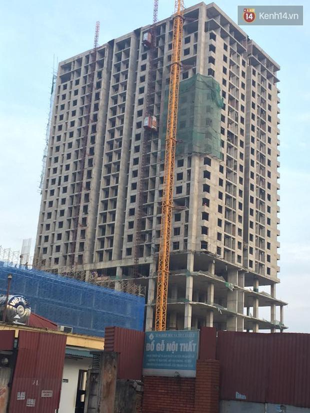 Hà Nội: Sập giàn giáo tòa nhà cao tầng, nhiều công nhân bị thương - Ảnh 1.