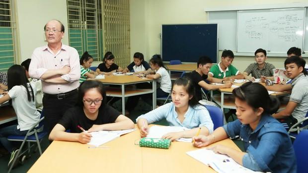 Bộ Giáo Dục sẽ thí điểm cho học tiếng Nga và tiếng Trung trong suốt 10 năm - Ảnh 1.