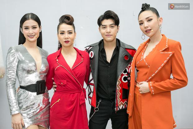 Hoài Lâm cùng bạn gái bất ngờ xuất hiện tại buổi ghi hình Chung kết 1 The Voice - Ảnh 1.