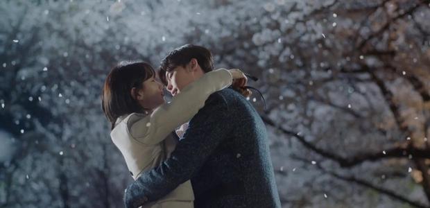 HOT: Lee Jong Suk và Suzy hôn nhau ngay teaser đầu tiên của bom tấn! - Ảnh 2.