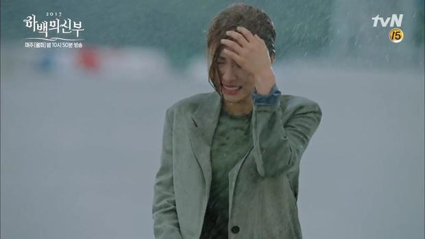 "Tập 5 ""Cô Dâu Thủy Thần"": Fan lo lắng cho số phận của Krystal - Ảnh 3."