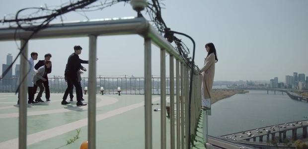 HOT: Lee Jong Suk và Suzy hôn nhau ngay teaser đầu tiên của bom tấn! - Ảnh 6.