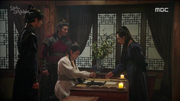 """""""The King Loves"""" tập 7- 8: Nhìn cách Siwan miêu tả ngoại hình của Yoona, ai cũng thấy... sai sai - Ảnh 1."""