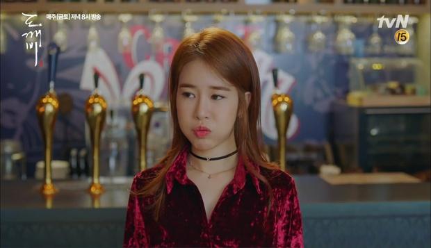 """""""Goblin"""": Xuất hiện thây ma đội mồ sống dậy, đe dọa cô dâu của Gong Yoo - Ảnh 31."""