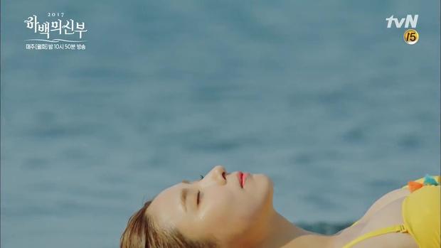 """Tập 4 """"Cô dâu thủy thần"""": Được 2 mĩ nữ sexy cỡ này theo đuổi, ai cũng ghen tị với """"Thủy thần"""" Nam Joo Hyuk! - Ảnh 5."""