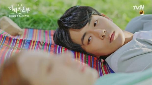 """Tập 4 """"Cô dâu thủy thần"""": Được 2 mĩ nữ sexy cỡ này theo đuổi, ai cũng ghen tị với """"Thủy thần"""" Nam Joo Hyuk! - Ảnh 15."""