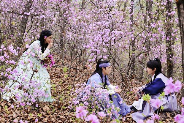 Yoona và Kim Ji Won xinh như này, ai cũng mong phim chiếu thật nhanh! - Ảnh 1.