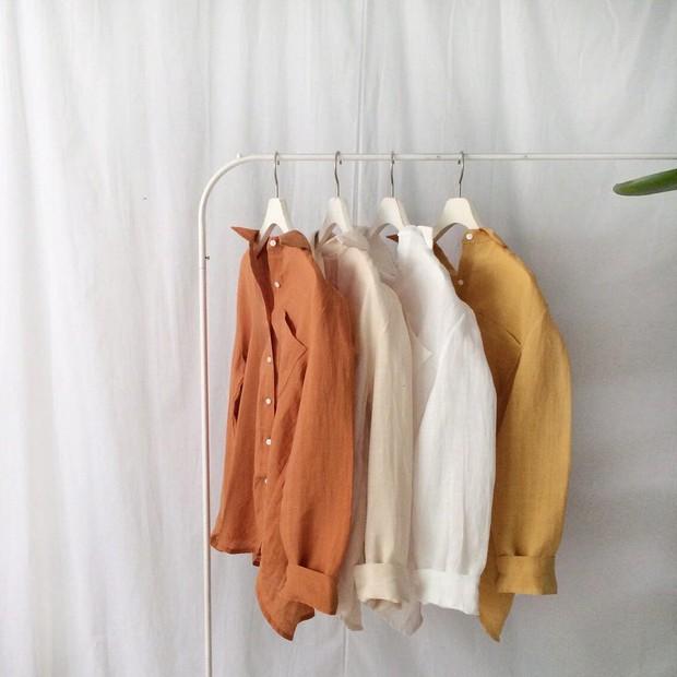 Từng bị chê già nua, nay vải thô đũi lại sốt sình sịch nhờ hàng loạt món đồ hot trend xinh xẻo - Ảnh 2.