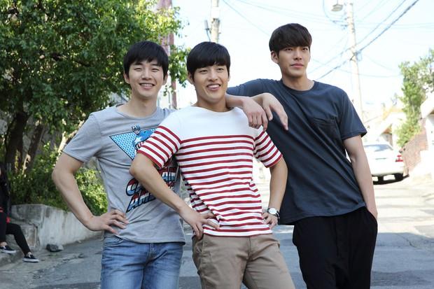 Trừ 9 cái tên này, idol Hàn đóng phim dở thật đấy! - Ảnh 3.