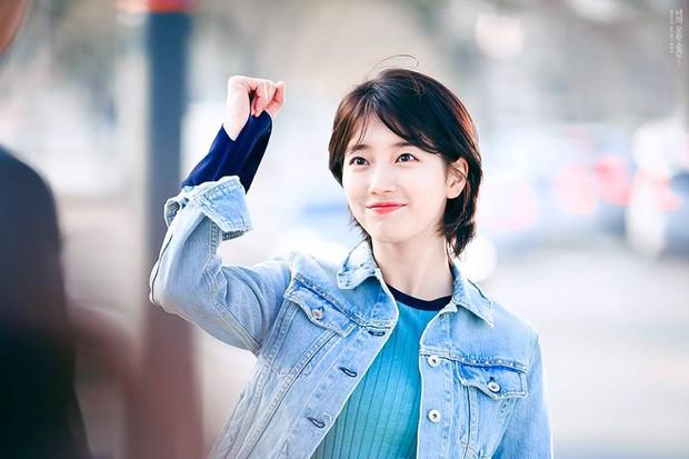 Phim của Lee Jong Suk, Suzy tung poster đẹp ngang ngửa Moonlight, Hậu Duệ - Ảnh 3.