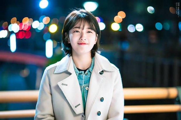 Phim của Lee Jong Suk, Suzy tung poster đẹp ngang ngửa Moonlight, Hậu Duệ - Ảnh 4.