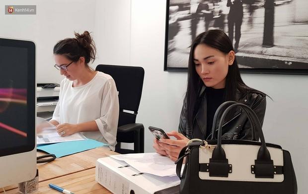 Độc quyền: Thùy Trang là mẫu Việt đầu tiên diễn cho show thứ 2 của ông lớn Louis Vuitton tại Paris Fashion Week - Ảnh 1.