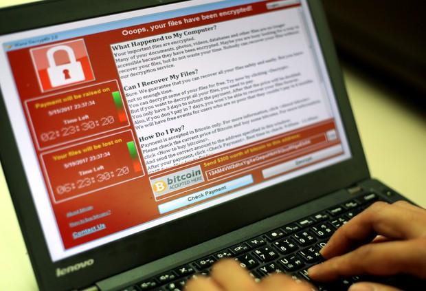 Nhanh tay tải bản cập nhật Windows để bảo vệ máy tính của bạn khỏi virus tống tiền WannaCry - Ảnh 1.