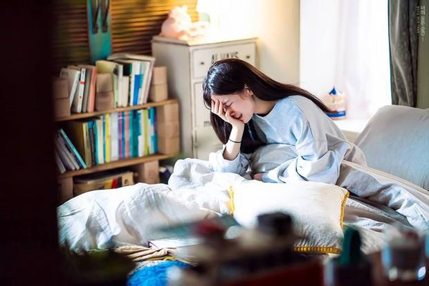 Phim của Lee Jong Suk, Suzy tung poster đẹp ngang ngửa Moonlight, Hậu Duệ - Ảnh 6.
