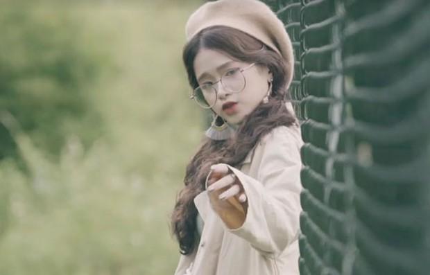 Quay MV cover Em gái mưa, Linh Ka nhận gạch vì chỉnh giọng quá nhiều - Ảnh 2.
