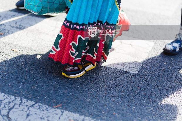 Nếu nghĩ street style tại Paris Fashion Week chỉ là cuộc chiến váy áo thì bạn nhầm to rồi - Ảnh 9.