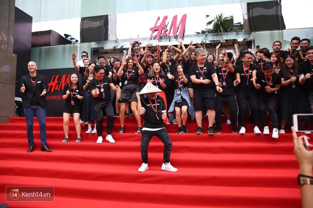 Đội ngũ nhân viên H&M Việt Nam chào sân với tiết mục nhảy tập thể có một không hai trong ngày khai trương - Ảnh 5.