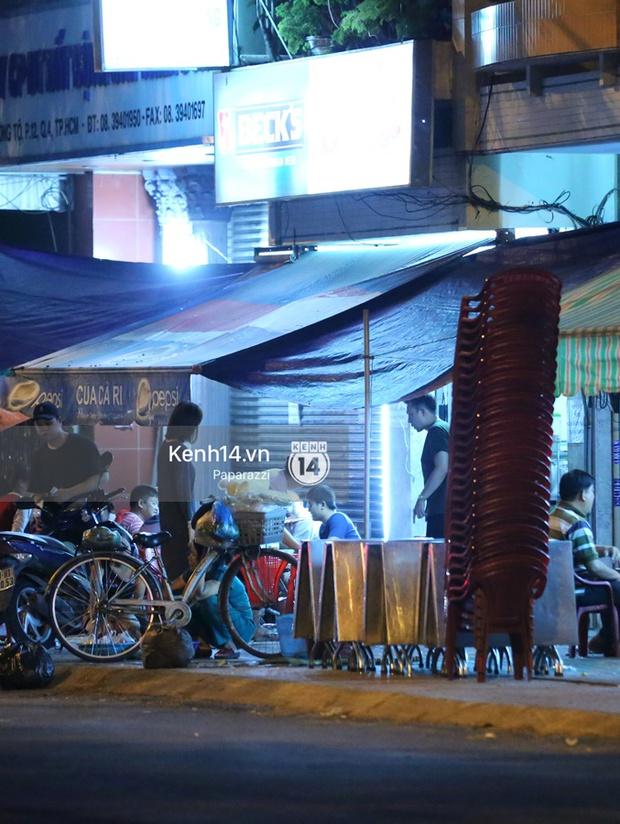 Mặc kệ dân mạng nghi ngờ là MC trong chuyện tình của Đào Bá Lộc, Trấn Thành vẫn hạnh phúc đi ăn đêm cùng Hari Won - Ảnh 7.
