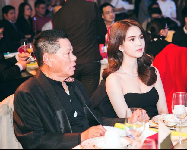 Ngọc Trinh diện đầm trễ nải ra mắt đồng nghiệp bạn trai tỷ phú Hoàng Kiều - Ảnh 1.