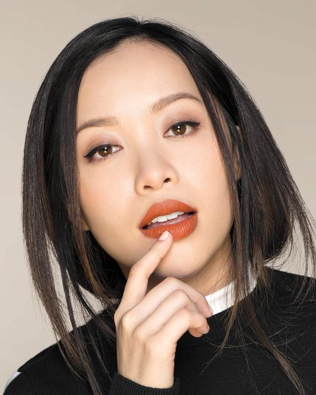 Cô nàng này đã thử trọn bộ bút kẻ mắt, son kem lì của Michelle Phan xem có đáng mua và đây là kết quả - Ảnh 1.