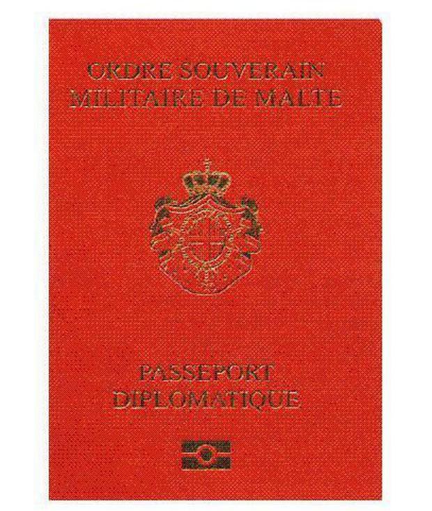 Chỉ 3 người trong 7 tỷ dân số thế giới được sở hữu hộ chiếu màu đỏ đặc biệt - Ảnh 1.