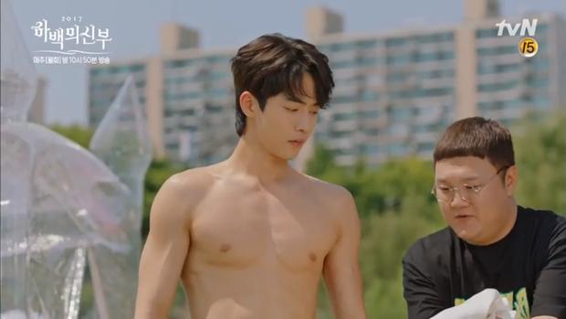 """""""Cô Dâu Thủy Thần"""": Nam Joo Hyuk là Hà Bá nhưng lại biết bay, xịn chưa! - Ảnh 7."""