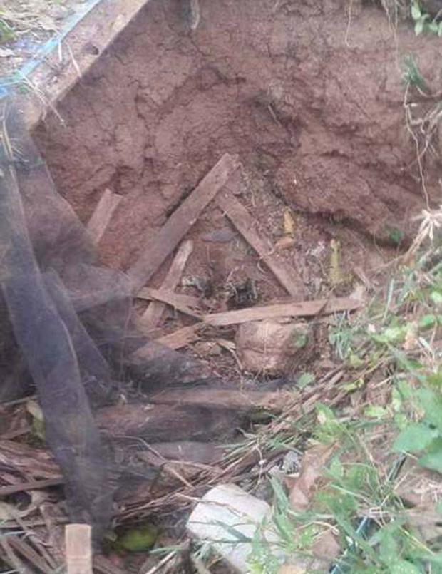 Indonesia: Phát hiện một bé trai sơ sinh bị chôn vùi dưới hố rác lớn - Ảnh 2.