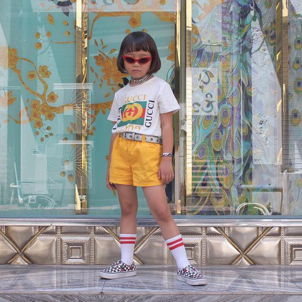 Mix đồ đẹp hơn người lớn, luôn đeo kính cực ngầu, cô bé này chính là fashion icon nhí chất nhất Nhật Bản - Ảnh 2.