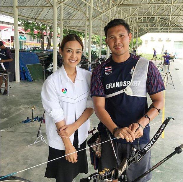 Nữ phóng viên Thái Lan đẹp hút mắt ở SEA Games 29 - Ảnh 4.