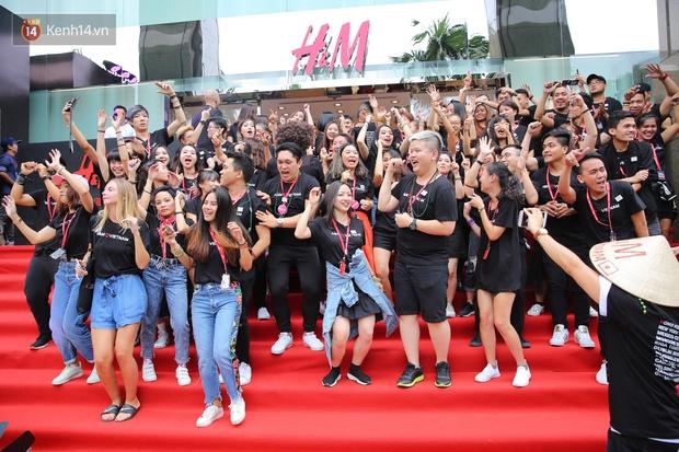 Đội ngũ nhân viên H&M Việt Nam chào sân với tiết mục nhảy tập thể có một không hai trong ngày khai trương - Ảnh 4.