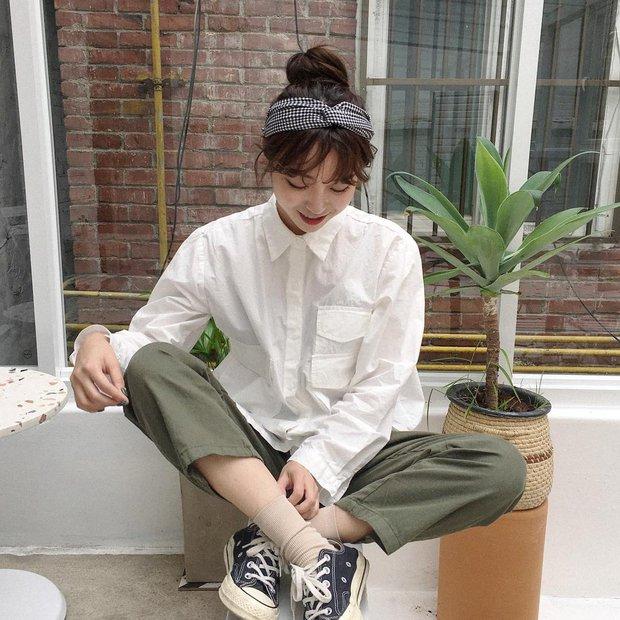 Không theo style đại trà của hot girl Hàn, cô nàng này sẽ khiến bạn xuýt xoa vì cách ăn mặc hay ho không chịu nổi - Ảnh 1.