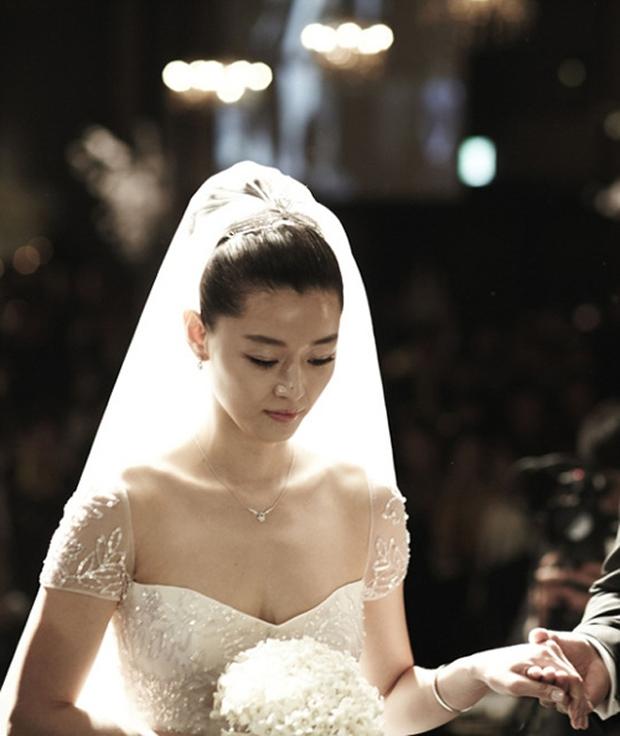 Váy cưới của các mỹ nhân đình đám xứ kim chi: người chi cả tỷ cho hàng hiệu, người diện thiết kế không tên tuổi - Ảnh 5.