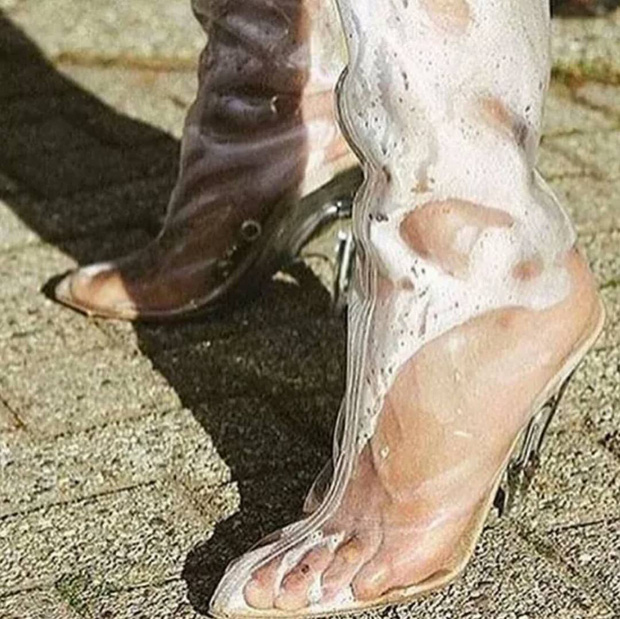 Các cô nàng đú đởn diện boots trong suốt giống Kim và nhận ra sự thật bốc mùi - Ảnh 12.